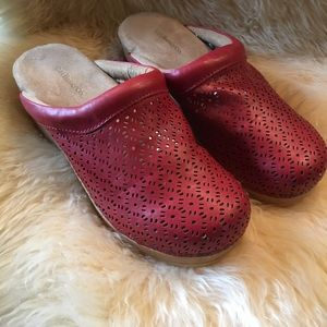 Bass Red Clogs - size 8m